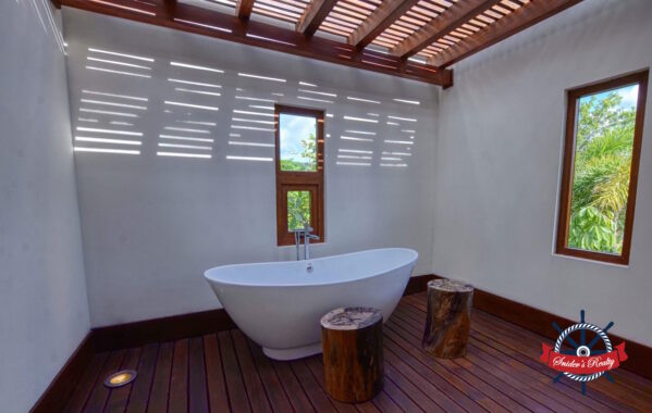 Verdemar Bathtub